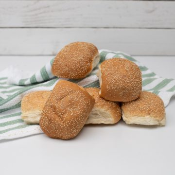 Soft rolls with sesame seeds pack of 6